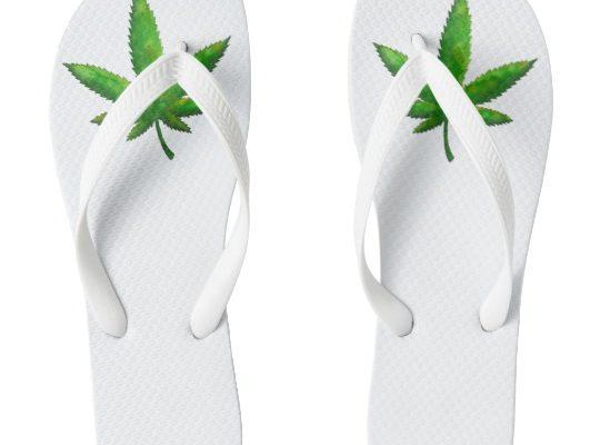 flip_flops_with_bold_mottled_leaf_design-r64269d2cee0241988a30d5beed726ee6_jhur8_540
