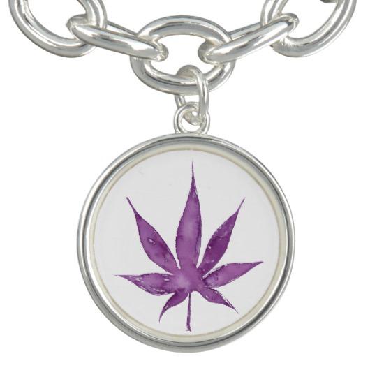 round_charm_bracelet_with_violet_leaf_design-r9b6d1d67708c441a856f7f8490ce1c28_zvin7_540
